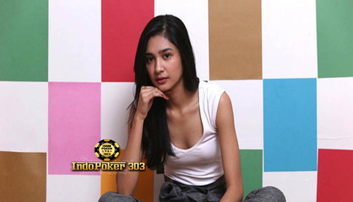 Foto Hot Mikha Tambayong Pamer Belahan Dada Gak Pake Bra